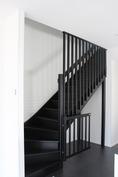 Sopiiko mustat portaat teidän kotiin? Kuva aikaisemmin valmistuneesta kohteesta.
