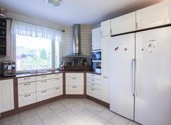 keittiö (jääkaappi ja pakastin)