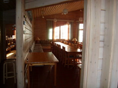 Olohuone keittiöstä