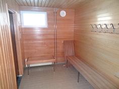 taloyhtiön saunatilan pukuhuone
