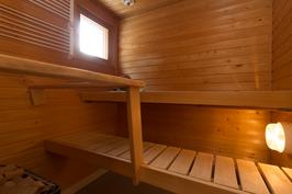 Viihtyisä ikkunallinen sauna