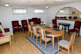 Kuva saunatilojen kokoushuoneesta
