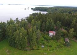 Kuva pelloilta järvelle päin