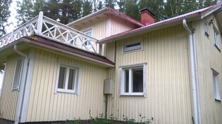 Talon kuva pellon puolelta