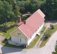 Kuva talosta Satakunnantieltä päin