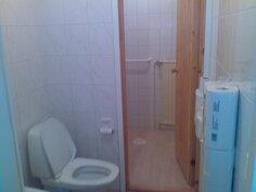kuva vessasta ja erillispesuhuoneesta