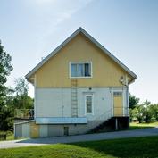 talo kuvattu Erkkilänkadun puolelta