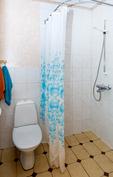 pienemmän asunnon pesuhuone/wc