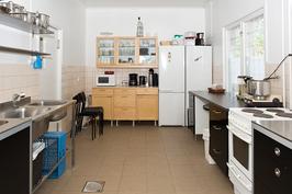 Kuva liikehuoneistn keittiöstä