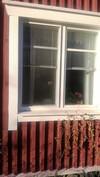 Talossa on uudet lämpöikkunat alakerran 3 ikkunassa