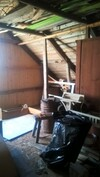 Kuva yläkerran rakentamattomalta ullakolta, jonne voi rakentaa täyskorkean huoneen
