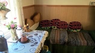 Kuva saunarakennuksen pukuhuoneesta