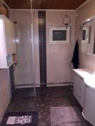 Yläkerta suihkutila ja WC