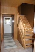 eteinen ja portaat yläkertaan