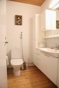 2 wc, makuuhuoneen yhteydessä