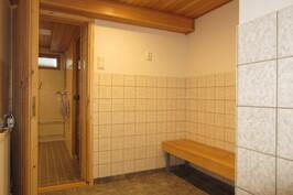 Taloyhtiön saunaosasto ja yhteiset tilat juuri remontoitu.