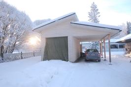 Uusi autotalli/katos/varastorakennus, keskeneräinen