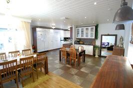 49m2 olohuone/keittiö