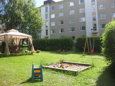 Leikkipaikka ja patio